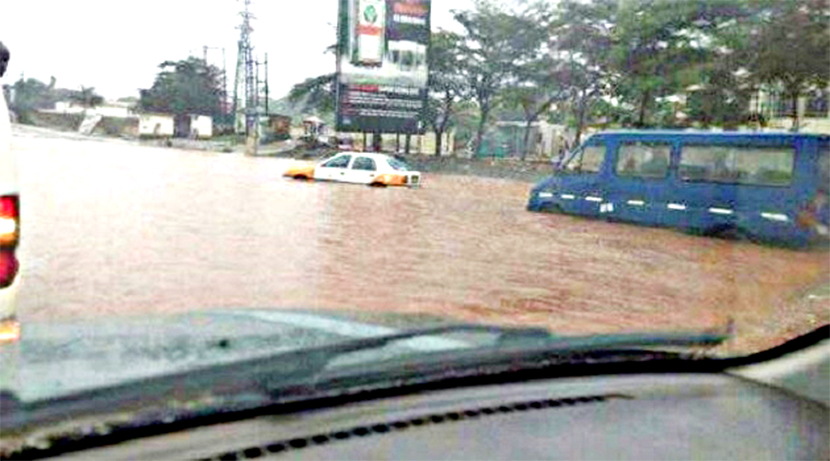 A/R: Six persons in critical condition after floods caused buildings to cave in on them