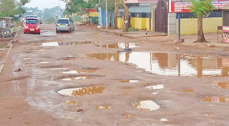 A/R: Commuters in Kwanwoma district rant over bad roads