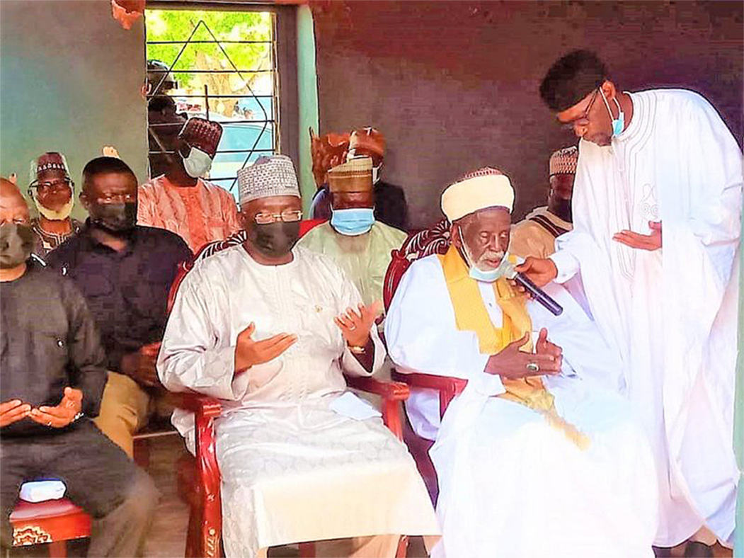 You are currently viewing A/R: Vice-President, National Chief Imam donate towards Police station project at Ejura