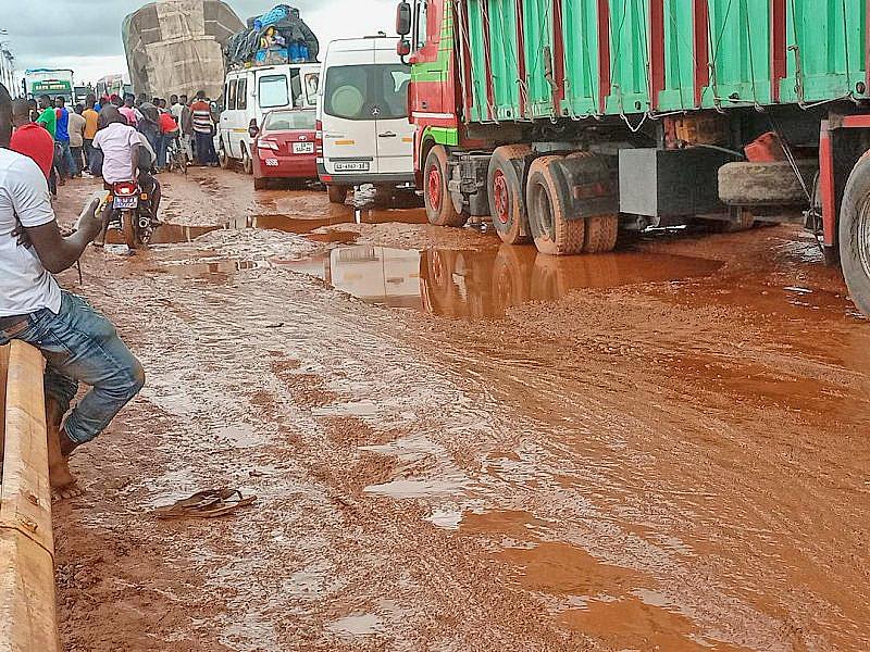 Damaged Buipe Toll Bridge road leaves passengers stranded
