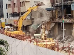 Read more about the article Hong-Kong Building demolition at Makola underway