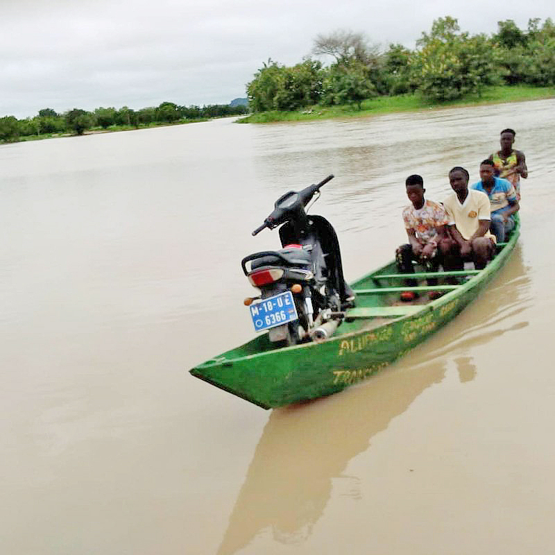 Commuters stranded at Vea Dam as flood water takes over road