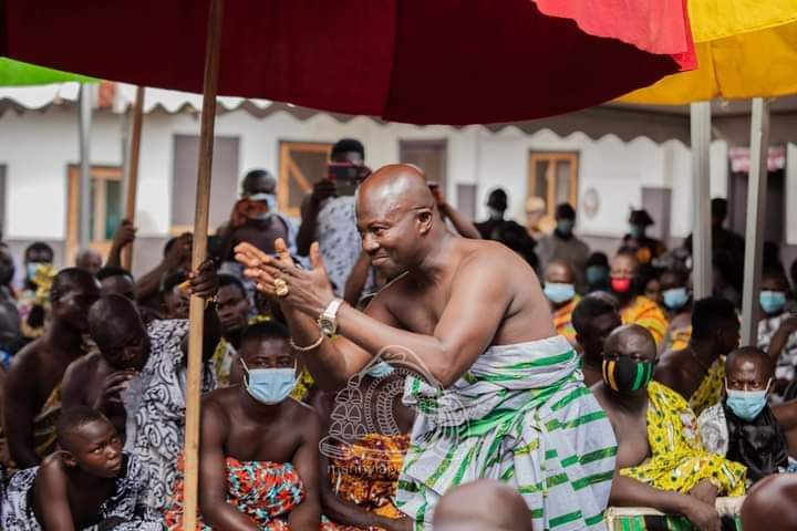 Gestures and their Meaning in Adowa and Kete Dance