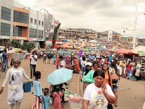 A/R: Desperate traders invade streets after eviction from Kumasi Central Market