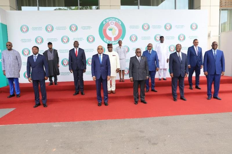You are currently viewing ECOWAS imposes sanctions on Guinea's military leaders