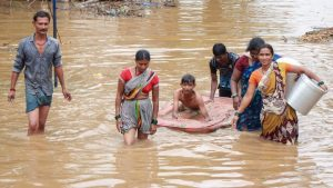 Read more about the article India floods: At least 24 killed as rescuers step up efforts
